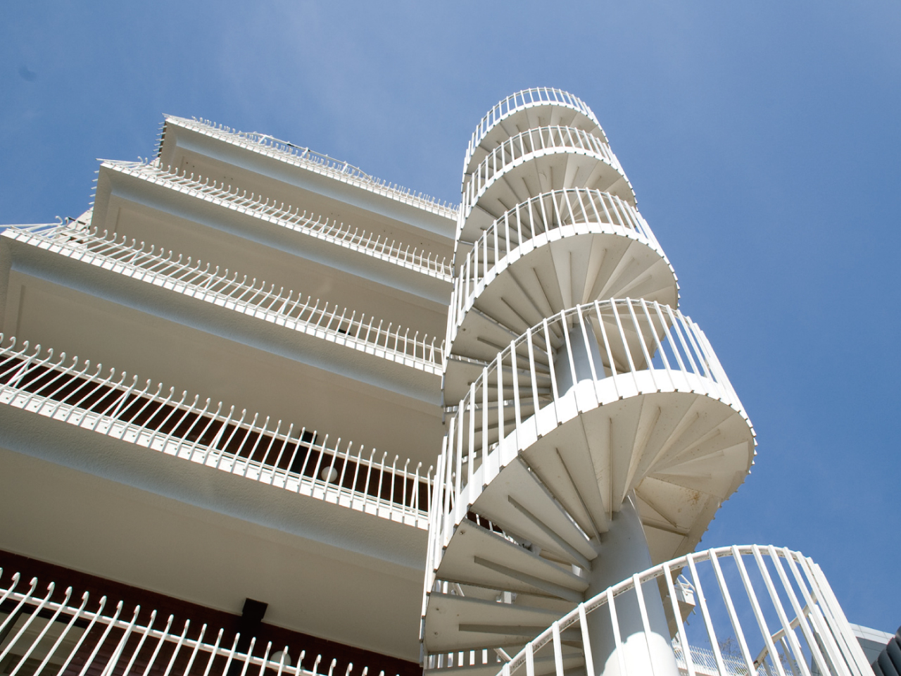 マンションの螺旋階段